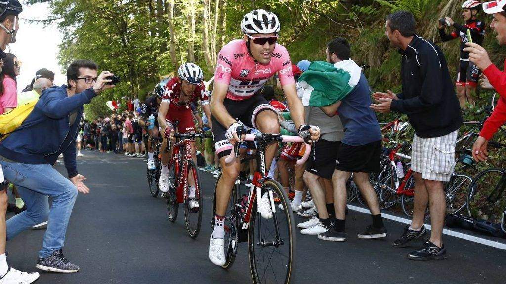 Netherlands' Tom Dumoulin of team Sunweb rides ahead Russia's Ilnur Zakarin of team Katusha-Alpecin and Spain's Mikel Landa of team Sky during the 14th stage of the 100th Giro d'Italia, Tour of Italy, cycling race from Castellania to Oropa on May 20, 2017.  Dutchman Tom Dumoulin further underlined his Giro d'Italia victory ambitions by beating Colombian rival Nairo Quintana to victory on Saturday's stage 14. Race leader Dumoulin, of the Sunweb team, finished 13 seconds ahead of Movistar climbing specialist Quintana at the summit of the 11.8km climb to Oropa to tighten his grip on the pink jersey.  / AFP PHOTO / Luk BENIES