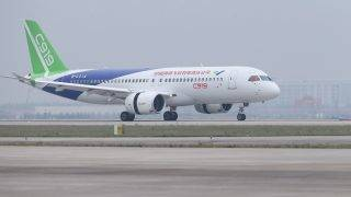 (170505) -- SHANGHAI, May 5, 2017 (Xinhua) -- China's homegrown large passenger plane C919 taxies on a runway after its maiden flight in Shanghai, east China, May 5, 2017. China's homegrown large passenger plane, the C919, took to the skies on Friday in the eastern city of Shanghai, marking a great improvement of China's innovative capability and high technology in aviation and aerospace industry. (Xinhua/Ding Ting) (lfj)