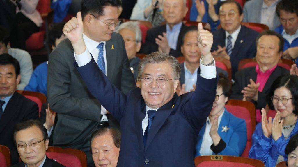 South Korean president-elect Moon Jae-in of the Democratic Party of Korea declares his victory after the presidential election at Diet Members' Hall in Seoul, South Korea on May 9, 2017. ( The Yomiuri Shimbun )