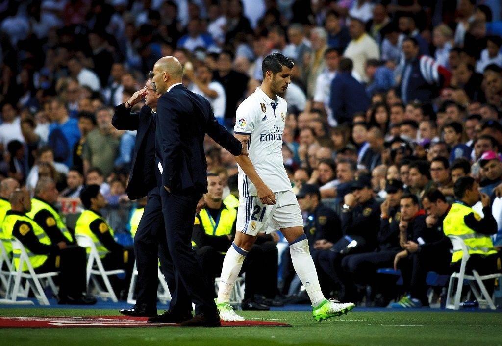 MADRID, SPAIN - MAY 14: Alvaro Morata (R) of Real Madrid is seen during the La Liga match between Real Madrid and Sevilla at Santiago Bernabeu Stadium in Madrid, Spain on May 14, 2017. Guillermo Martinez / Anadolu Agency