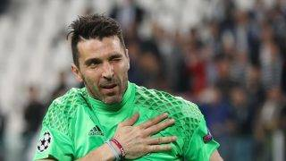 Juventus' goalkeeper from Italy Gianluigi Buffon celebrates after winning the UEFA Champions League semi final second leg football match Juventus vs Monaco, on May 9, 2017 at the Juventus stadium in Turin. / AFP PHOTO / Valery HACHE