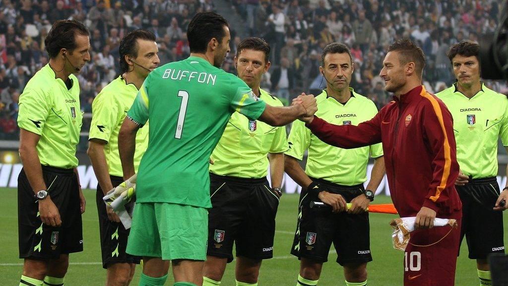 Juventus goalkeeper Gianluigi Buffon (1) and Roma forward Francesco Totti (10) during the Serie A football match n.6 JUVENTUS - ROMA on 05/10/14 at the Juventus Stadium in Turin, Italy. (Photo by Matteo Bottanelli/NurPhoto)