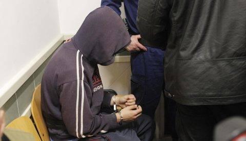 Tatabánya, 2017. május 3. Elõzetes letartóztatásba helyezett 15 éves fiatal a Tatabányai Járásbíróságon 2017. május 3-án. A gyanú szerint a fiú április 30-án hajnalban megölt két hajléktalan férfit Tatabányán. Az ítélet nem jogerõs, de végrehajtható. MTI Fotó: Mihádák Zoltán