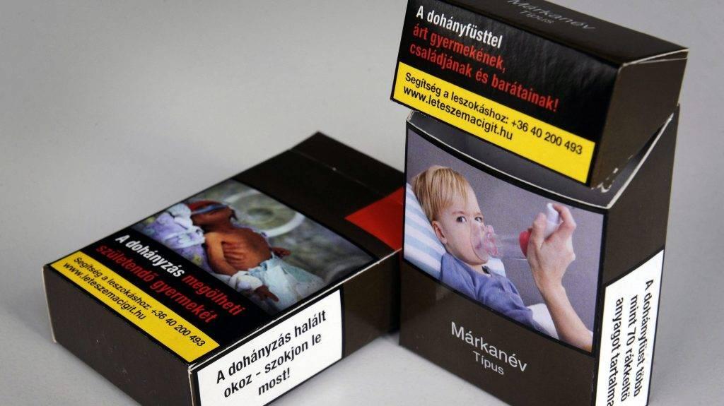 """Budapest, 2016. augusztus 17. 2015 májusában készült cigarettásdoboz-minta 2016. augusztus 17-én készült felvételen. Az augusztus 20-án hatályba lépõ, a dohánytermékek csomagolását szabályozó új kormányrendeletnek megfelelõ mintán a """"Típus"""" helyett """"Alfajta"""" megnevezés szerepel. MTI Fotó"""