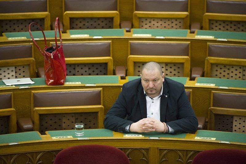 Budapest, 2016. március 29.Németh Szilárd, a Fidesz képviselője az Országgyűlés plenáris ülésén 2016. március 29-én.MTI Fotó: Koszticsák Szilárd