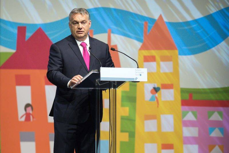 Budapest, 2017. május 25. Orbán Viktor miniszterelnök beszédet mond a Családok budapesti világtalálkozójának elsõ napján megrendezett demográfiai fórumon a Budapest Kongresszusi Központban 2017. május 25-én. MTI Fotó: Koszticsák Szilárd