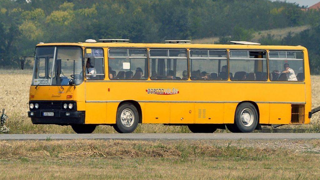 Vajdácska, 2015. augusztus 13. A Borsod Volán Ikarus 266-os autóbusza Vajdácska határában halad Sárospatak felé 2015. augusztus 13-án. MTI Fotó: Máthé Zoltán
