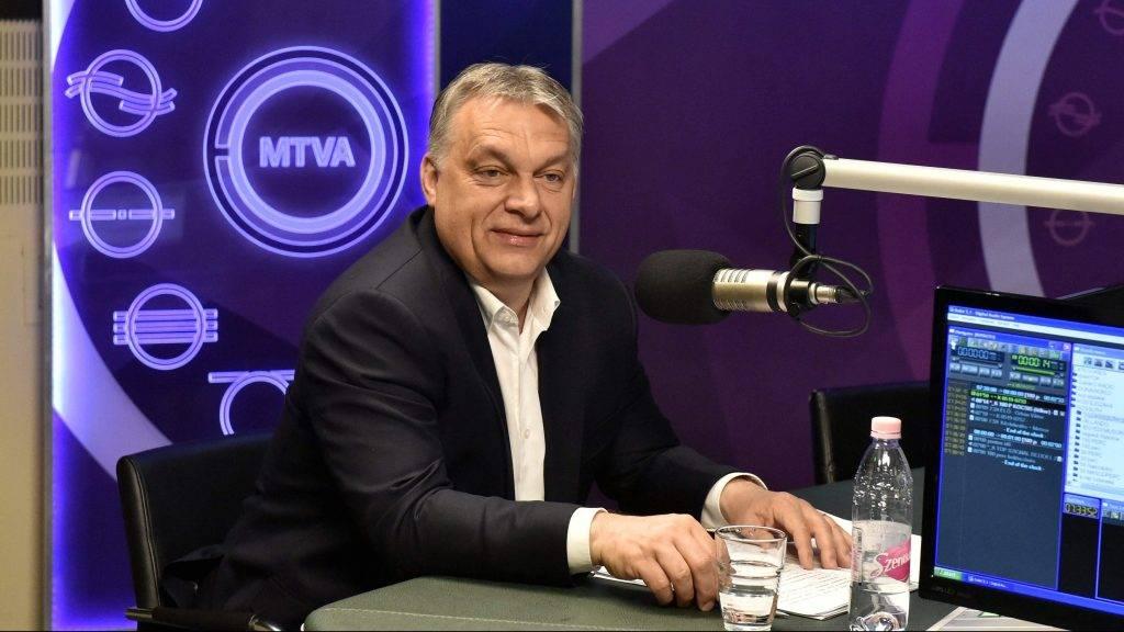 Budapest, 2017. május 19. Orbán Viktor miniszterelnök a Kossuth Rádió stúdiójában, ahol interjút adott a 180 perc címû mûsorban 2017. május 19-én. MTI Fotó: Máthé Zoltán