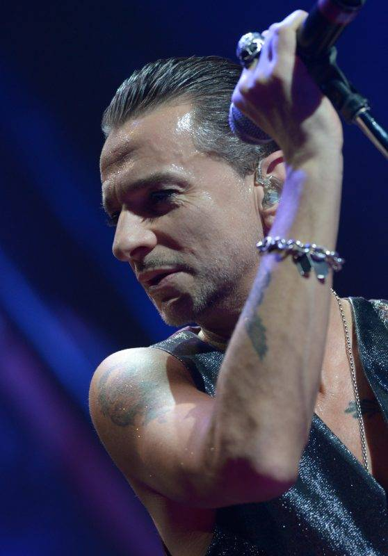 Frontman of British synthpop band Depeche Mode Dave Gahan sings at a concert of the band's 'The Delta Machine Tour' at O2 World in Berlin, Germany, 25 November 2013. Their next concert will take place at the same venue on 27 November 2013. Photo: RAINER JENSEN/dpa