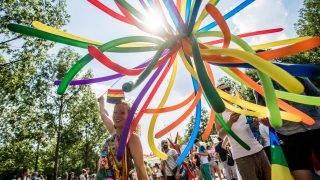 Budapest, 2016. július 2. Résztvevõk a 21. Budapest Pride felvonuláson, az Andrássy úton 2016. július 2-án. MTI Fotó: Balogh Zoltán