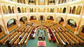 Budapest, 2017. május 19. Sallai R. Benedek LMP-s képviselõ felszólal a 2018-as központi költségvetés általános vitájában az Országgyûlés plenáris ülésén 2017. május 19-én. MTI Fotó: Balogh Zoltán
