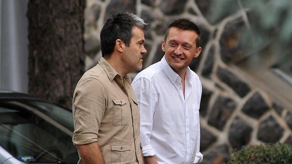 Hajdúszoboszló, 2011. szeptember 8.Rogán Antal, a Fidesz frakcióvezető-helyettese (j) Habony Árpáddal beszélget a hajdúszoboszlói Béke Hotel előtt. A Fidesz-KDNP parlamenti frakciója a szállodában tartja háromnapos ülését.MTI Fotó: Czeglédi Zsolt