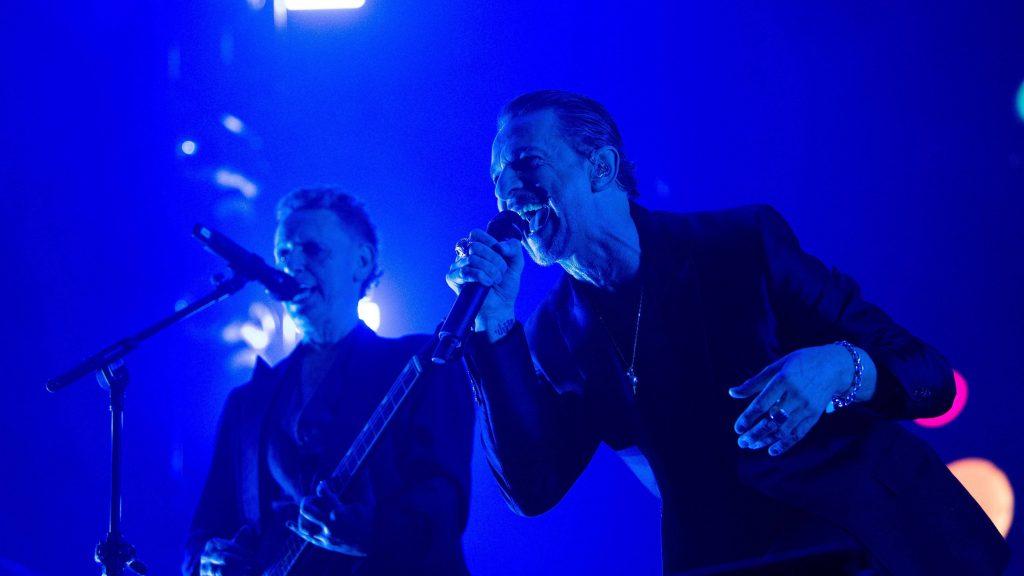 Budapest, 2017. május 22. Dave Gahan énekes (j) és Martin Lee Gore zeneszerzõ, gitáros a brit Depeche Mode koncertjén a fõvárosi Groupama Arénában 2017. május 22-én. MTI Fotó: Balogh Zoltán