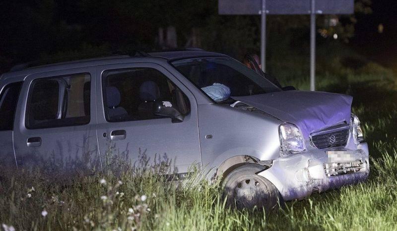 Monor, 2017. május 12. Összetört személygépkocsi a 4-es fõút Pest megyei szakaszán, Monor belterületén 2017. május 12-én. A balesetben két autó ütközött egymással, az egyik autó sofõrje a helyszínen életét vesztette. MTI Fotó: Mihádák Zoltán