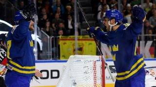 Sweden´s players celebrate during IIHF Icehockey world championship first round match between Sweden and Germany in the LANXESS arena in Cologne ,western Germany, on May 6, 2017. / AFP PHOTO / PATRIK STOLLARZ