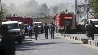 Kabul, 2017. május 31.Az afgán biztonsági erők a főváros, Kabul diplomáciai negyedénél, ahol tartálykocsit robbantottak fel 2017. május 31-én. A támadásban legkevesebb nyolcvanan életüket vesztették, a sebesültek száma meghaladja a háromszázötvenet. (MTI/AP/Maszúd Hoszaini)