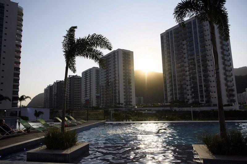 Rio de Janeiro, 2016. augusztus 5.Egy úszómedence a Rio de Janieró-i olimpia faluban 2016. augusztus 4-én, a riói nyári játékok kezdete előtti napon. (MTI/EPA/Laurent Gillieron)