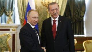 Moszkva, 2017. március 10. Vlagyimir Putyin orosz elnök (b) fogadja Recep Tayyip Erdogan török államfõt a moszkvai Kremlben 2017. március 10-én. (MTI/EPA/Szergej Ilnyickij)