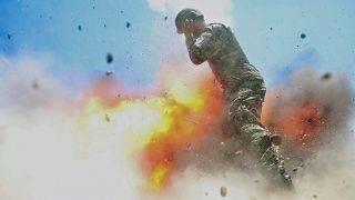 Laghman tartomány, 2017. május 2.2017. május 2-án az afgán és az amerikai hadsereg által közreadott képen felrobban egy aknavető az afgán hadsereg éles lőgyakorlatán Lagham tartományban 2013. július 2-án. Az amerikai hadsereg 2017. május 2-án közzétett jelentése szerint az 55-ös jeladó században szolgáló és a képet készítő 22 éves Hilda I. Clayton, egy afgán sajtófotós, valamint három afgán katona életét vesztette, amikor a lőgyakorlaton véletlenül felrobbant az általuk használt aknavető. A képeket 2017. május 2-án, a család jóváhagyásával jelenhettek meg először. (MTI/EPA/Afgán hadsereg)