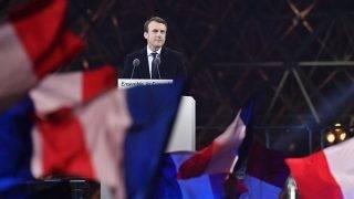 Párizs, 2017. május 7.Emmanuel Macron volt szocialista gazdasági miniszter beszél támogatóinak a párizsi Louvre múzeumnál 2017. május 7-én, miután győzött a francia elnökválasztás második fordulójában. (MTI/EPA/Julien De Rosa)