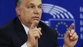 Brüsszel, 2017. április 26.Orbán Viktor miniszterelnök sajtótájékoztatót tart az Európai Parlament (EP) plenáris ülése után Brüsszelben 2017. április 26-án. A plenáris ülés egyik fő témája az alapjogok magyarországi helyzete volt. (MTI/EPA/Olivier Hoslet)