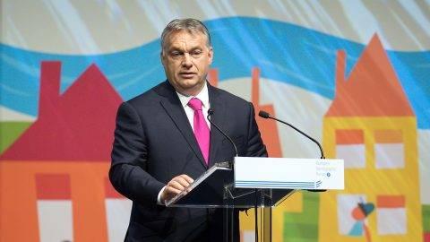 Budapest, 2017. május 25.Orbán Viktor miniszterelnök beszédet mond a Családok budapesti világtalálkozójának első napján megrendezett demográfiai fórumon a Budapest Kongresszusi Központban 2017. május 25-én.MTI Fotó: Koszticsák Szilárd