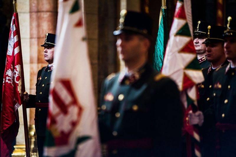 Image: 73437198, A parlament áprilisban döntött az Országgyűlési Őrség felállításáról. Az őrök fokozott ellenőrzést hajthatnak végre, ruházatot, csomagot, járművet vizsgálhatnak át, magánlakásban és közterületnek nem minősülő helyeken is intézkedhetnek, kép-, illetve hangfelvételt készíthetnek, helyszínt biztosíthatnak., Place: Budapest, Hungary, License: Rights managed, Model Release: No or not aplicable, Property Release: Yes, Credit: smagpictures.com