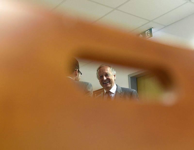Budapest, 2016. július 7.Pákh Imre amerikai műgyűjtő a közte és a Forster Gyula Nemzeti Örökségvédelmi és Vagyongazdálkodási Központ közötti polgári per első tárgyalási napján a Fővárosi Közigazgatási és Munkaügyi Bíróságon 2016. július 7-én. A per Munkácsy Mihály Golgota című, a műgyűjtő tulajdonában levő festménye védettségének elrendelése miatt indult.MTI Fotó: Bruzák Noémi