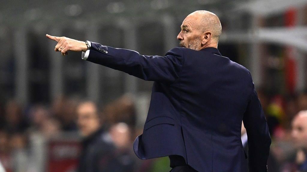 Inter Milan's Italian coach Stefano Pioli reacts during the Italian Serie A football match between Inter Milan and Napoli at the San Siro stadium in Milan on April 30, 2017. / AFP PHOTO / MIGUEL MEDINA