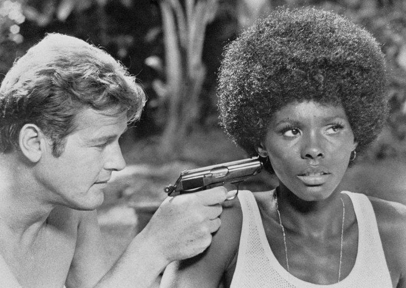 """Roger Moore and Gloria Hendry in """"Live and Let Die"""" in 1973."""