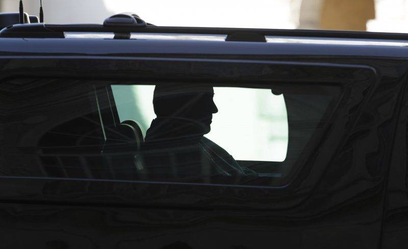 Vatikánváros, 2017. május 24. A Donald Trump amerikai elnököt szállító autó a Vatikánba érkezik 2017. május 24-én.  (MTI/AP/Gregorio Borgia)