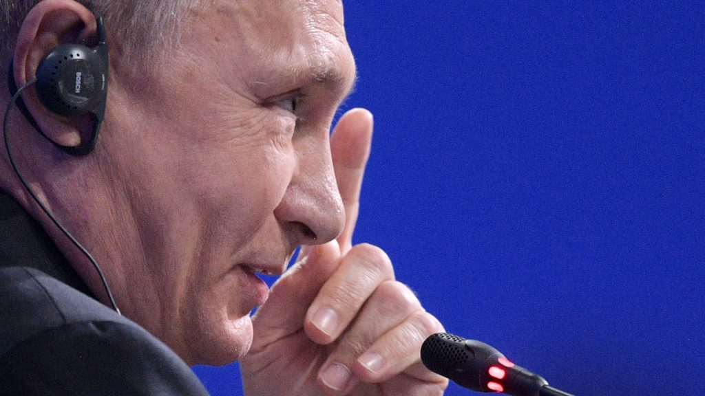 Russian President Vladimir Putin speaks during a session of the St. Petersburg International Economic Forum (SPIEF) in Saint Petersburg on June 2, 2017. / AFP PHOTO / SPUTNIK / Alexey DRUZHININ