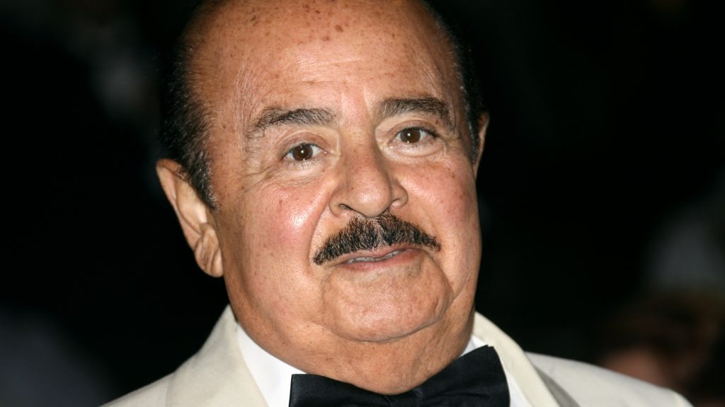 Saudi-born businessman Adnan Khashoggi arrives to attend a gala charity of the World Association of Children's Friends (AMADE in French) at the Hotel de Paris, 02 September 2007 in Monaco.  AFP PHOTO VALERY HACHE / AFP PHOTO / VALERY HACHE