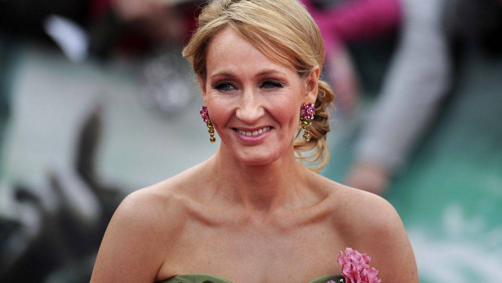 Harry Potter author J.K Rowling attends the world premiere of Harry Potter and the Deathly Hallows - Part 2 in central London on July 7, 2011.  Thousands of Harry Potter fanatics screamed for the stars of the epic movie series as they hit the London red carpet for the final film's world premiere. AFP PHOTO / CARL COURT / AFP PHOTO / CARL COURT
