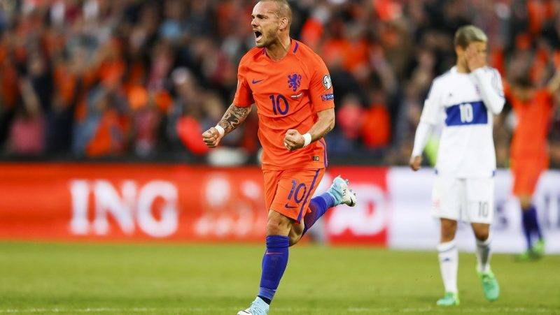Netherlands' Wesley Sneijder celebrates a goal during the 2018 FIFA World Cup European zone group A qualifying football match between the Netherlands and Luxembourg in Rotterdam on June 9, 2017. / AFP PHOTO / Jerry Lampen