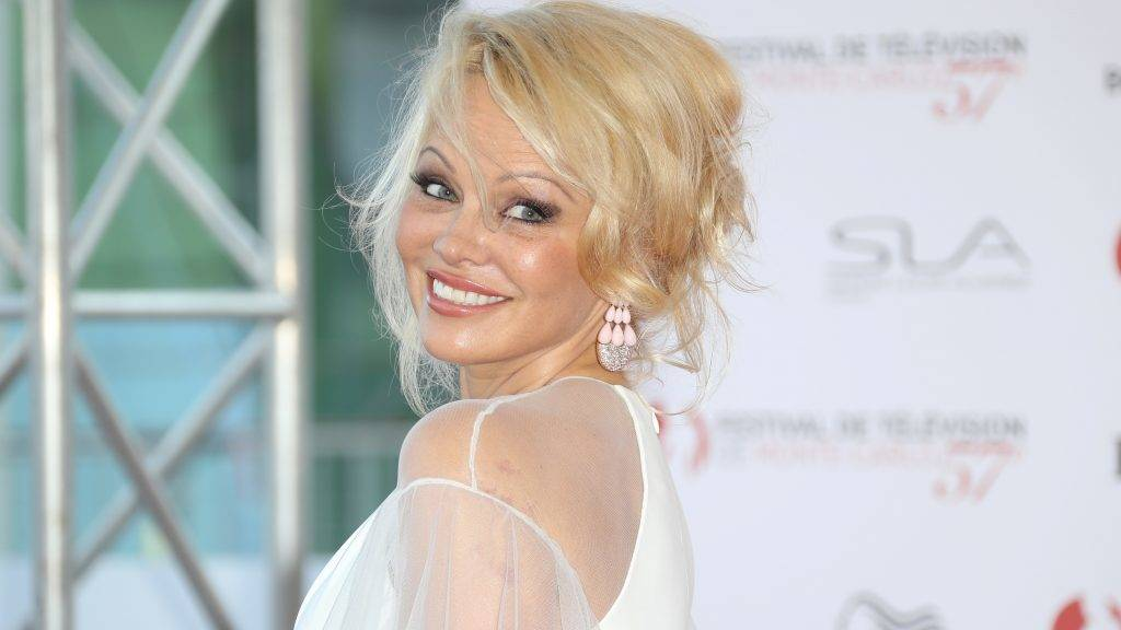 US actress Pamela Anderson poses during the opening Ceremony of the 57th Monte-Carlo Television Festival on June 16, 2017 in Monaco.  / AFP PHOTO / VALERY HACHE