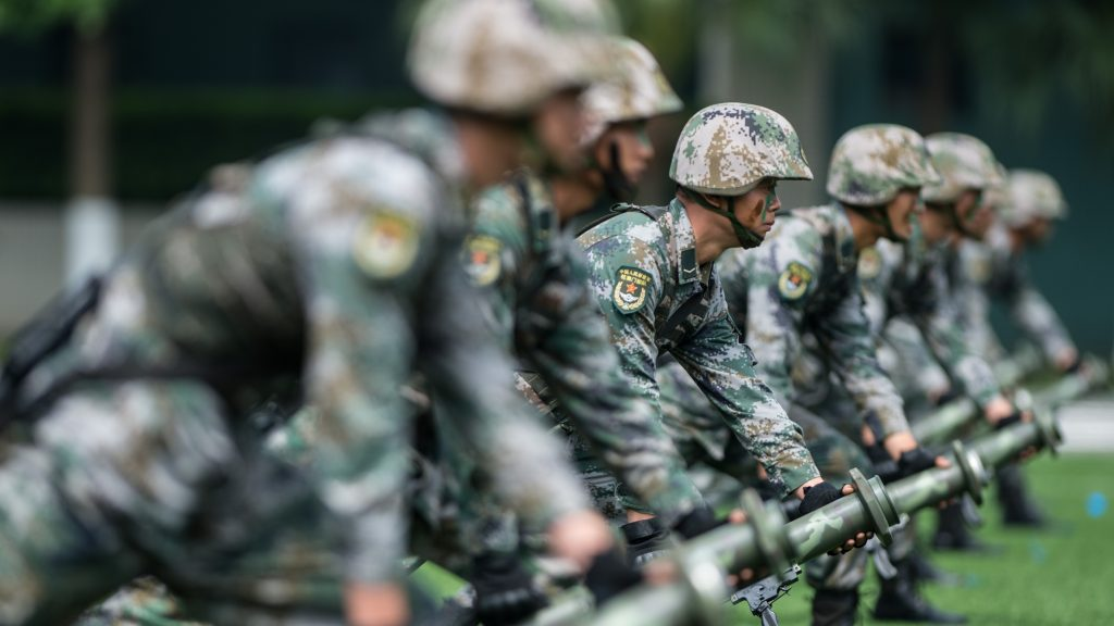 (170428) -- MACAO, April 28, 2017 (Xinhua) -- Soldiers of the People's Liberation Army (PLA) Macao Garrison perform their skills during an open day at a PLA barracks in Macao, south China, April 28, 2017. The PLA Macao Garrison opened its barracks to the public on Friday.  (Xinhua/Cheong Kam Ka)   (zhs)