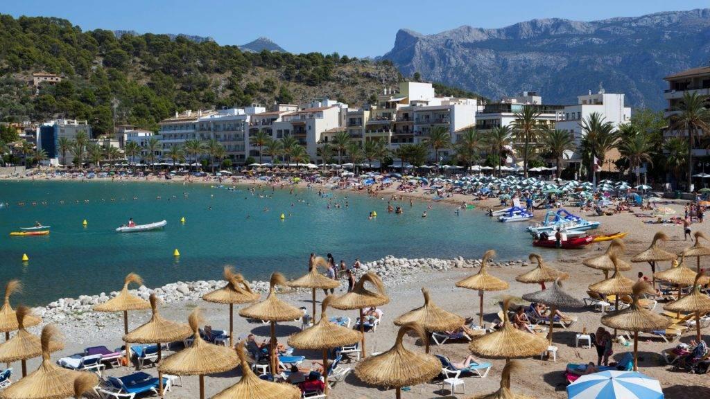 View over beach, Port de Soller, Mallorca (Majorca), Balearic Islands, Spain, Mediterranean, Europe