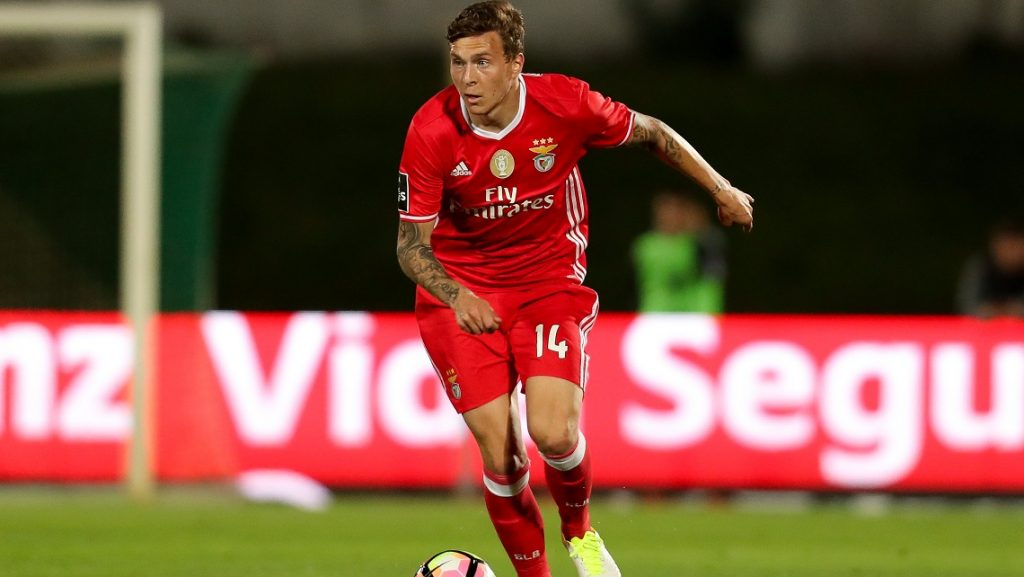 Benfica's Swedish defender Victor Lindelof in action during the Premier League 2016/17 match between Rio Ave and SL Benfica, at Arcos Stadium in Vila do Conde on May 7, 2017. (Photo by Paulo Oliveira / DPI / NurPhoto)