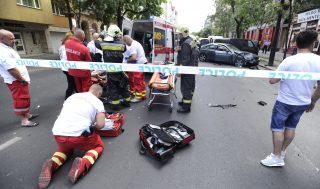 Budapest, 2017. június 12. Mentõk dolgoznak a fõváros VIII. kerületében, a Baross utcában 2017. június 12-én. Egy balesetben négy autó ütközött össze, az elsõdleges információk szerint öten megsérültek. MTI Fotó: Mihádák Zoltán