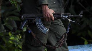 A member of the Revolutionary Armed Forces of Colombia (FARC) custodies the entrance to the Transitional Standardization Zone Jaime Pardo Leal in Colinas, Guaviare  department, Colombia on June 14, 2017.  Colombia's FARC rebels handed some weapons earlier this month, in what were described as meaningful strides toward a deadline for a total surrender of arms next June 20th. / AFP PHOTO / RAUL ARBOLEDA