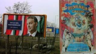 Hatvan, 2010. március 22.A Fidesz választási óriásplakátja és a Hungária Cirkusz hirdetése Hatvanban.MTI Fotó: H. Szabó Sándor