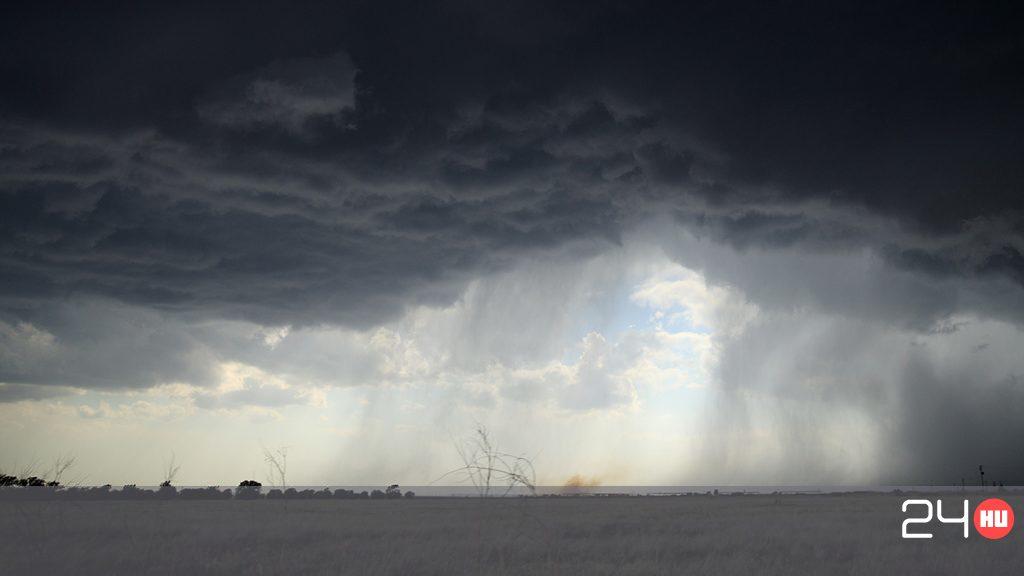 Viharos széllel érkezett meg a hidegfront
