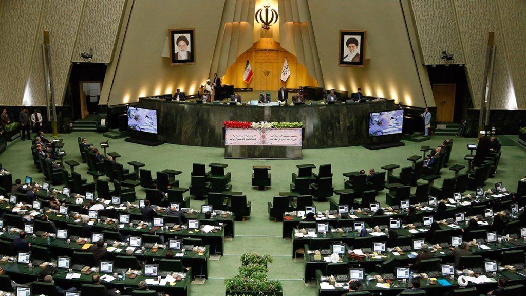 Teherán, 2017. júnois 7.2016. május 29-i kép a teheráni parlament ülésterméről. 2017. június 7-én négy fegyveres behatolt az iráni parlament üléstermébe és ott lőni kezdett. Nyolc ember megsebesült. (MTI/EPA/Abedin Taherkenareh)