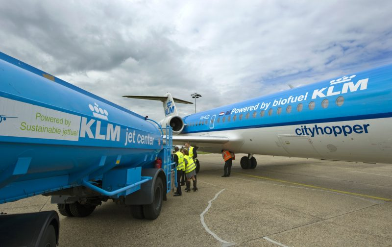 """Staff prepare the KLM Fokker 70 cityhopper airplane and fill it with biofuel, in Schiphol, on August 31, 2011. Dutch airline KLM announced that it will use a biofuel generated from used cooking oil to power more than 200 commercial flights between Paris and Amsterdam starting in September. """"There will be 50 percent traditional kerosene and 50 percent biofuel extracted from used cooking oil,"""" KLM spokesman Gedi Schrijver told AFP, adding that KLM is the first airline to use this type of fuel in commercial flights.  AFP PHOTO / ANP / MARCEL ANTONISSE  ***Netherlands out - Belgium out*** / AFP PHOTO / ANP / MARCEL ANTONISSE"""