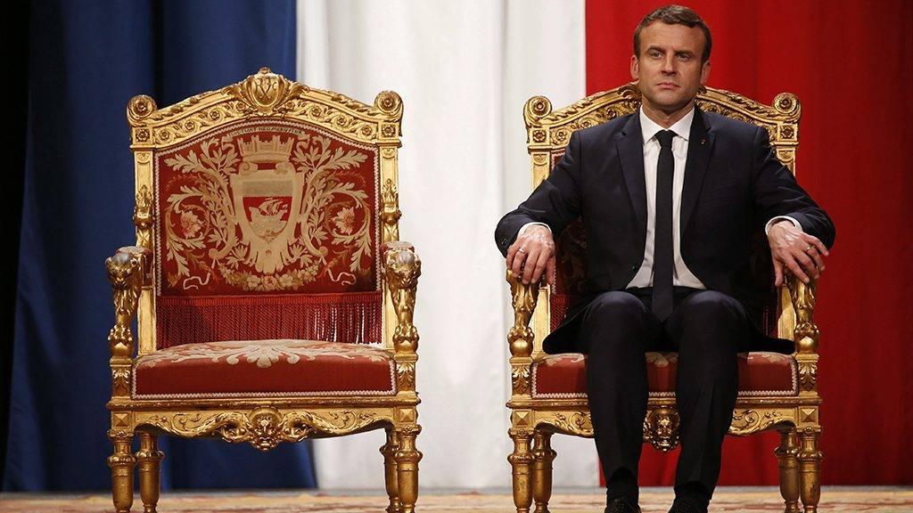 Párizs, 2017. május 14.Emmanuel Macron új francia államfő hallgatja Anne Hidalgo párizsi polgármester díszbeszédét Párizsban 2017. május 14-én, Macron hivatalba lépésének napján. (MTI/EPA/Reuters pool/Charles Platiau)