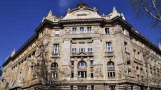 Budapest, 2015. április 16.A Magyar Nemzeti Bank központi, Alpár Ignác-tervezte műemlék épületének keleti homlokzata, a főváros V. kerületében, a Hold utcában. MTVA/Bizományosi: Balaton József ***************************Kedves Felhasználó!Az Ön által most kiválasztott fénykép nem képezi az MTI fotókiadásának, valamint az MTVA fotóarchívumának szerves részét. A kép tartalmáért és a szövegért a fotó készítője vállalja a felelősséget.