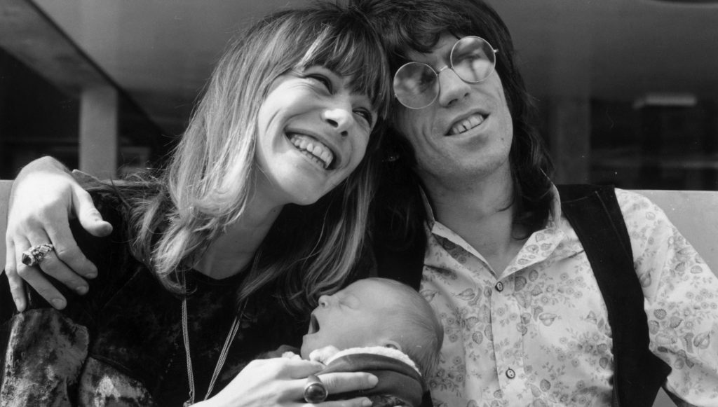 Keith Richards of the Rolling Stones outside King's College Hospital in Dulwich, London, with his wife Anita Pallenberg and their baby son Marlon.  (Photo by John Minihan/Getty Images)