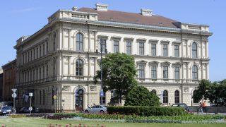 Budapest, 2010. június 17.A Lánchíd Palota a főváros I. kerületében a Clark Ádám téren.MTI Fotó: Kovács Attila