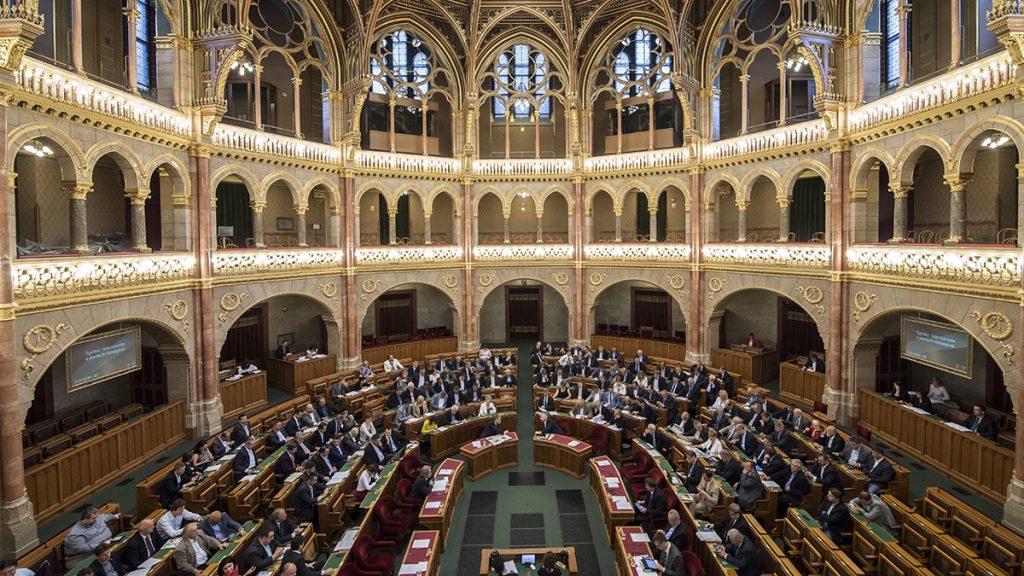 Budapest, 2017. május 30.Szavazás az Országgyűlés plenáris ülésén 2017. május 30-án.MTI Fotó: Szigetváry Zsolt